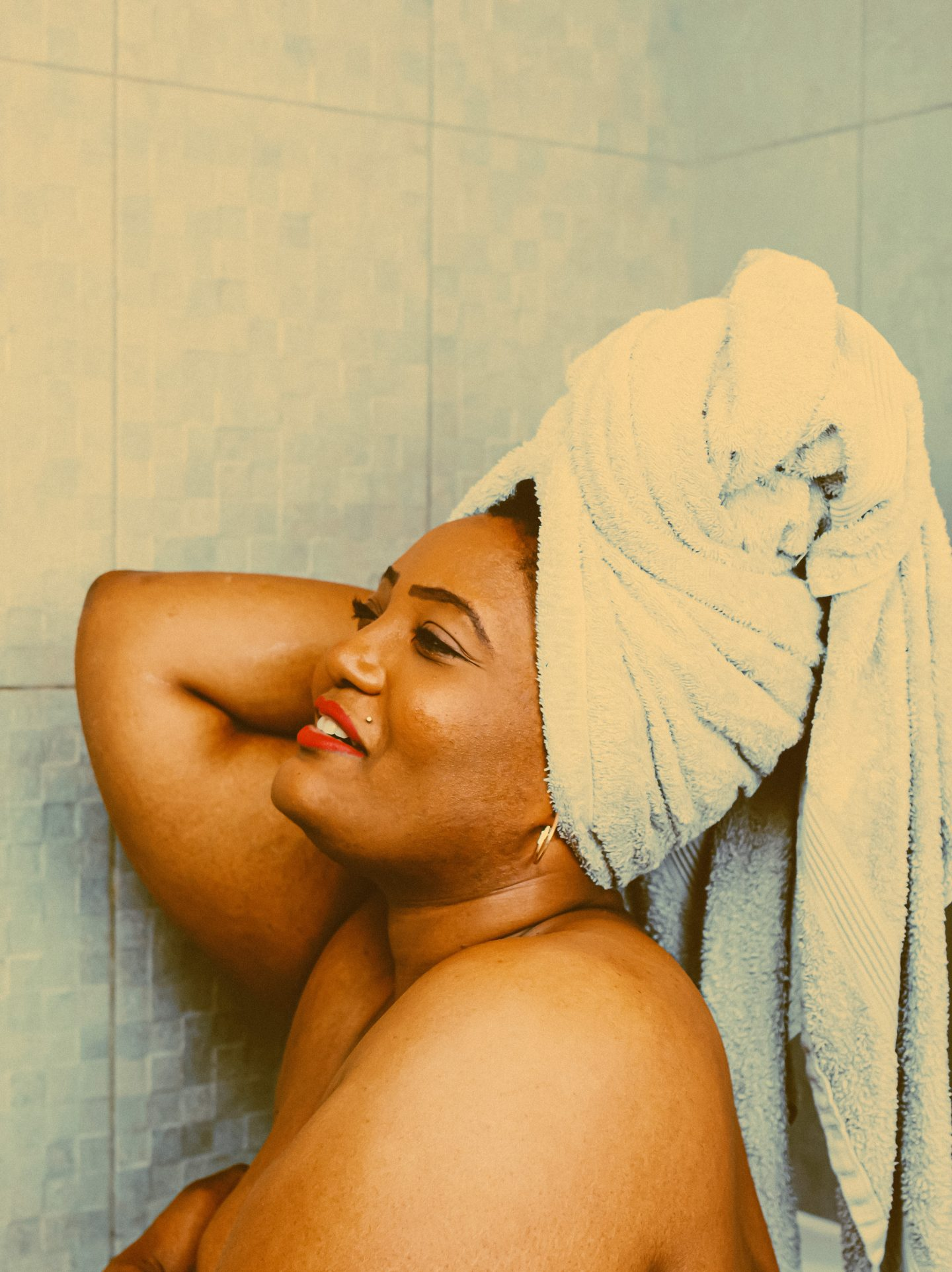 femme dans une baignoir